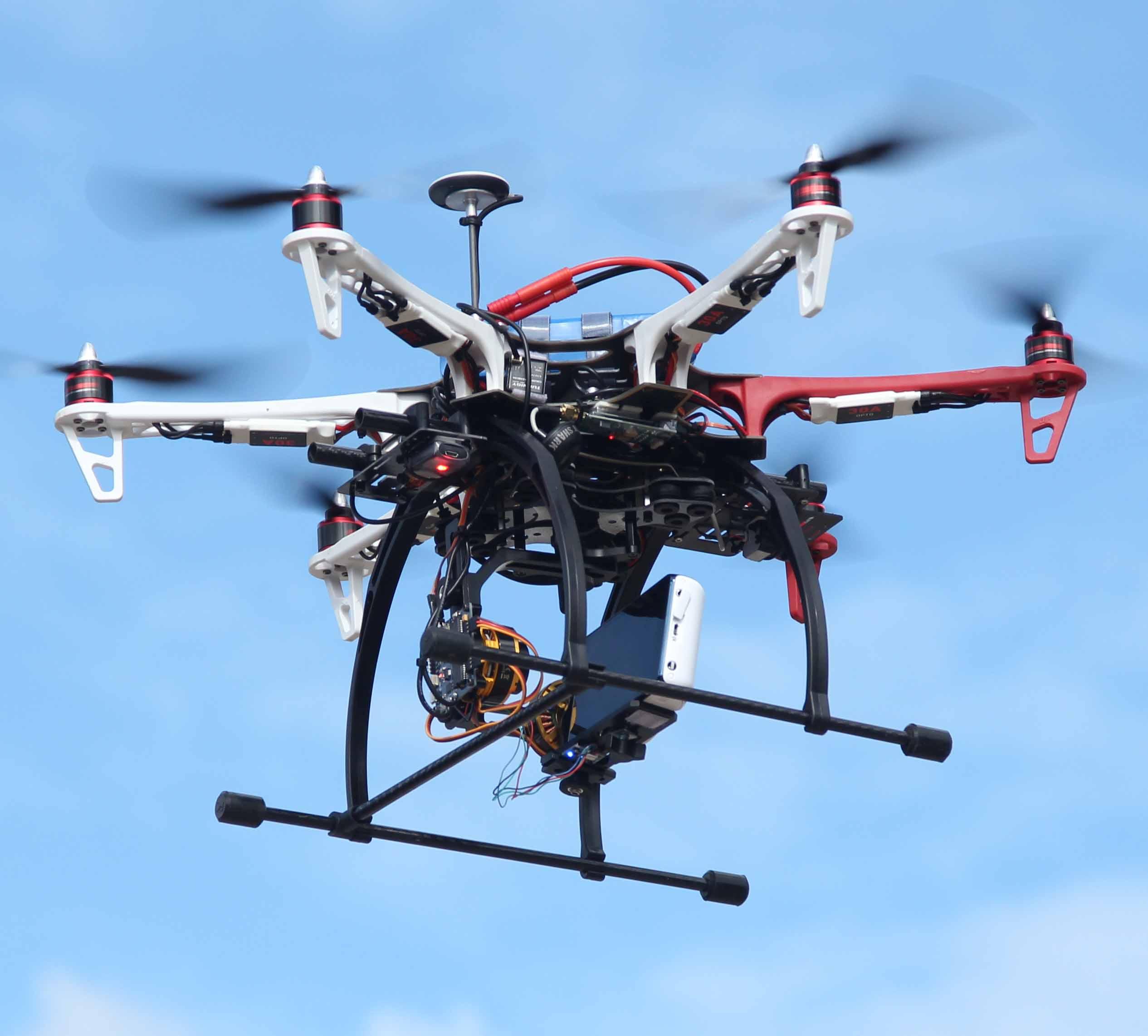 """Partnership """"bomba"""" per droni con fotocamera"""