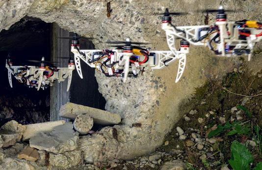 drone che piega le ali
